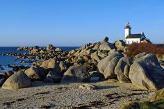 #Lighthouse - De Quiberon à Saint-Malo en passant par la Pointe du Raz et Ploumanach, visitez la Bretagne autrement en admirant les plus beaux #phares de la région.    http://dennisharper.lnf.com/