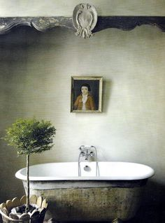 So much inspiration in today's French Country roundup including: Elegant simplicity in an magnificent Provencal, French Country bathroom with aged clawfoot tub and serene decor. Decor, Bathroom Interior Design, Interior, Home, Modern Bathroom Design, Shabby Chic Bathroom, Bathroom Decor, Beautiful Bathrooms, Modern Style Decor
