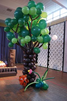 Tiger Tree. Designed by Balloons By Night Moods in Juneau, Alaska 523-1099 www.juneausbestballoons.com