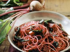 Pasta mit Mangold und Roter Bete - smarter - Kalorien: 380 Kcal - Zeit: 40 Min. | eatsmarter.de