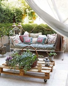 5 Easy Gardens DIYs with Pallets