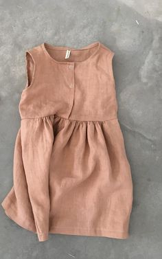 Girls linen dress Gathered at the waist Sleeveless bodice with front snaps opening Made of soft stone washed linen (Oeko-Tex 100 certified) in TERRACOTTA. Designed to finish around the knee. Please check our shop announcement for current processing times. Fashion Kids, Baby Girl Fashion, Toddler Fashion, Diy Fashion, Fashion Clothes, Fashion 2018, Fashion Boots, Kids Outfits Girls, Baby Outfits