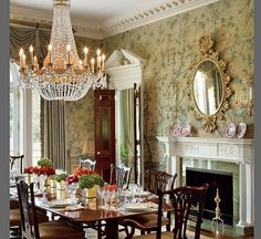 Lovely traditional dining room with 18th-century Gracie wallpaper in a New Jersey newly built Georgian home - Elissa Cullman (Cullman Kravis) interior design, Allen Greenberg architecture