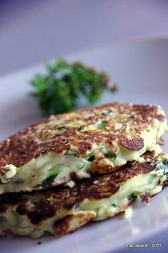Zucchini pancakes - Zucchini Pancakes Plus Recipe - Veggie Recipes, Vegetarian Recipes, Healthy Recipes, Healthy Snacks, Zucchini Pancakes, Salty Foods, No Cook Meals, Love Food, Food Porn