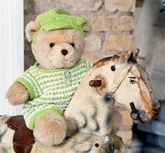 Skal din build-a-bear have bare ben og kasket, så har vi strikkeopskrifterne lige her.