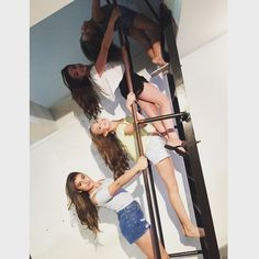 Spying on someone and someone catches you you be like......   ♥Dancemoms luver♥