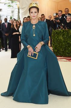 """See the best-dressed stars on the 2018 Met Gala, dressed for the theme """"Heavenly Bodies: Fashion and the Catholic Imagination"""" Gala Dresses, Red Carpet Dresses, Nice Dresses, Met Gala Red Carpet, Red Carpet Ready, Met Gala Outfits, Dressy Outfits, 2000s Fashion, Vogue Fashion"""