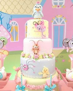 Que delicadeza tão linda nesse bolo da #galinhapintadinha Bolo @artedaka Decor @natyecia Adult Birthday Cakes, Birthday Parties, Beautiful Cakes, Amazing Cakes, Fondant Cakes, Cupcake Cakes, Gold First Birthday Outfit, Bolo Fack, Sugar Art