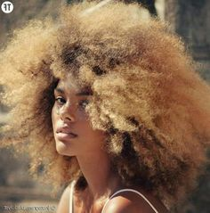 Blonde hair color on Natural afro textured hair Curly Hair With Bangs, Kinky Curly Hair, Big Hair, Curly Hair Styles, Natural Hair Styles, Frizzy Hair, Afro Blonde, Blonde Curls, Curls Hair