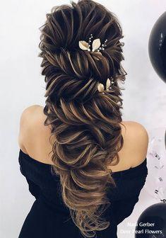 Aprenda Fazer este lindo penteado e outros mais com a professora Priscila Barbosa saiba mais assistindo nosso vídeo no nosso site: http://unhasdegel.eco.br/penteados-para-formatura/