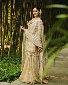 Glamorous Engagement Outfit Ideas for the Diva Bride That You Are Indian Wedding Fashion, Indian Bridal Wear, Pakistani Bridal Dresses, Indian Wedding Outfits, Indian Dresses, Indian Outfits, Bridal Fashion, Indian Fashion, Bridal Outfits