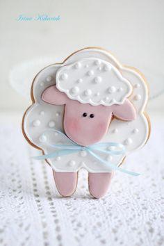 12 Counting Sheep : cookie - Cake by Irina Kubarich Fancy Cookies, Iced Cookies, Cute Cookies, Easter Cookies, Cookies Et Biscuits, Cupcake Cookies, Sugar Cookies, Sheep Cupcakes, Decoration Patisserie