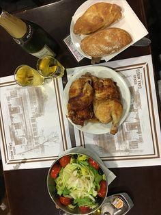 Sí: revisión de clásicos madrileños✔️Casa Mingo 1888. Se conserva bastante bien, estilo taberna. Sidra de Manzana asturiana hecha por ellos. Valga decir que con el pollito asado pega muy bien. Gracias mi guía @anehrir por este estupendo spot  #madrid #madridspain #Foodie #CasaMingo #SidraMingo #ClasicosDeMadrid #FoodLovers #españa #comidaespañola #sidra