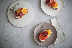 Рецепт тостов с цитрусовыми и рикоттой - Simple + Beyond