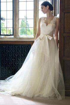Stunning lace gown by Augusta Jones via @Judith Zissman de Munck Clark Thingz
