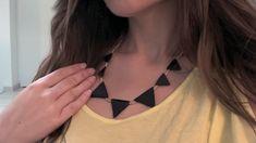 Tuto en vidéo pour faire un joli Collier Fimo aux formes géométriques avec des Emporte-pièces triangle. Un Bijou intemporel aux allures ethniques !