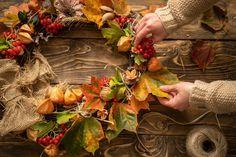 Idei de ornamente cu frunze uscate Home Decor, Diy, Wind Chimes, Natural Materials, Decoration Home, Room Decor, Home Interior Design, Home Decoration, Interior Design