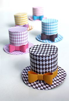 paper miniature top hat diamond template pattern. I LOVE these! You can move the bows around and put them on different hats.