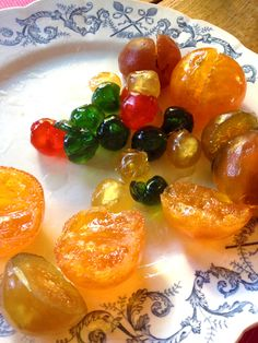 Nature morte confite    Le sud de la France      Ineffables parfums de rouges fruits confits, Délicates saveurs âpres de raisins mûrs. L'ivr...