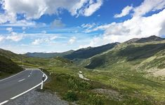 The road down from Flüela Pass doesn't lack much when it comes to beauty and nice roads