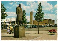 Kleurenkaart van het bussenplein en NS-station Eindhoven, 18 septemberplein, 1959
