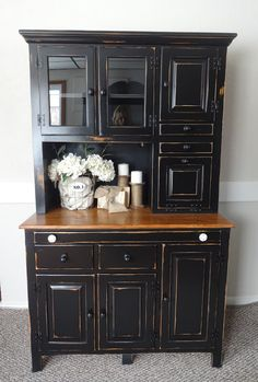 {createinspire}: Pine Hutch - still thinking about painting my cupboards black. Chalk Paint Furniture, Black Furniture, Distressed Furniture, Furniture Projects, Rustic Furniture, Furniture Making, Diy Furniture, Hutch Makeover, Furniture Makeover