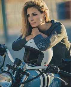 motorcycles1011: #motorcyclesgirls #chicasmoteras | caferacerpasion.com