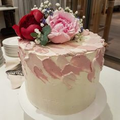 Mousse, Catering, Vanilla Cake, Wedding Cakes, Desserts, Pink, Fine Dining, Good To Know, Food Portions