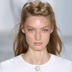 Tuto cheveux : comment faire la demi-queue bombée