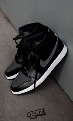 Get winter-ready - The new Air Jordan 1 Mid Winterized helps you to stay warm and fresh when snow covers the streets.