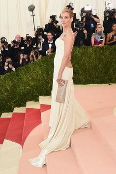 | Gala met 2016 | Uma Thurman vestido blanco de Tommy Hilfiguer