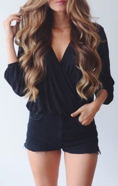 summer playsuit cute and simple Mode Shorts, Looks Style, Mode Inspiration, Mode Style, Pretty Hairstyles, Curly Hairstyles, Hair Looks, Dress To Impress, Fashion Beauty