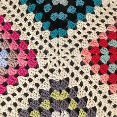 Is there anything better than making a scrap-yarn-granny-blanket when you need to clear your head? . Im using the off white/nature (501) scheepjes cotton 8 to join my very random grannies from @favoritgarner . #mijocrochet #ilovescraps #favoritgarner #scheepjes #scrapyarn #restgarn #scheepjescatona #scheepjescotton8 #virkadfilt #virkadrestgarnsfilt #crochetblanket #crochetscrapblanket #grannysquare #mormorsrutor