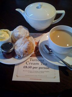 Review of Tuttons for Tea - Covent Garden London  8am-11:30pm Breakfast - Eggs Benedict and Traditional English (CW7-1) (LP deal- 20% a la carte food)