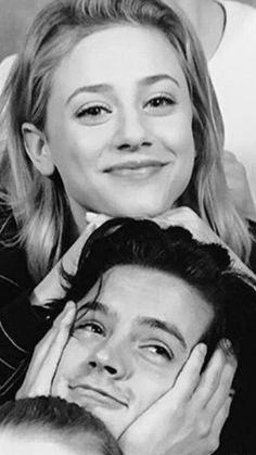Cole sprouse funny, betty and jughead, madelaine petsch, riverdale cw, riverdale memes Watch Riverdale, Riverdale Archie, Bughead Riverdale, Riverdale Funny, Riverdale Memes, Cole M Sprouse, Cole Sprouse Funny, Cole Sprouse Jughead, Archie Comics
