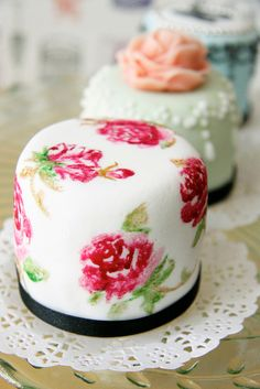 Vintage Inspired Mini Cakes - I like the idea of a small cake at each table.  Different flavors, sample yours then table-hop to try others!