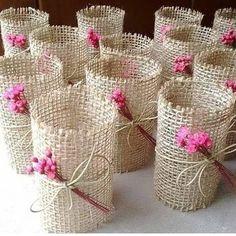Rustic Napkin Holder - New Deko Sites Burlap Crafts, Diy And Crafts, Crafts For Kids, Paper Crafts, Diy Wedding, Wedding Gifts, Rustic Napkins, Diys, Wedding Napkins
