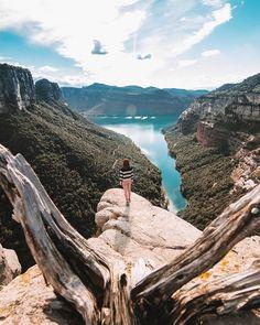 La Cova Simanya i el Montcau | Las MEJORES excursiones por Cataluña Walk Around The World, Travel Around The World, Around The Worlds, Places To Travel, Travel Destinations, Places To Visit, Tourism, Nature Photography, Beautiful Places