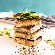 I love this Zucchini, Mushroom and Quinoa Slice! It's so easy to make and packed with nourishing ingredients, making it the perfect healthy work snack, side or grab and go breakfast. It's also an amazing vegetarian meal prep recipe and incredibly filling. Vegetarian Meal Prep, Vegetarian Recipes, Snack Recipes, Healthy Recipes, Dinner Recipes, Healthy Food Options, Healthy Snacks, Quinoa, My Favorite Food