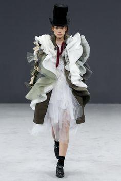 Viktor & Rolf Fall 2016 Couture Fashion Show - Johanna Defant