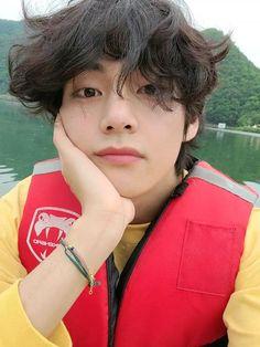 HES SO BEAUTIFUL V Taehyung, Bts Jungkook, Foto Bts, Bts Photo, V Video, Foto E Video, Daegu, V Bts Cute, V Bts Wallpaper