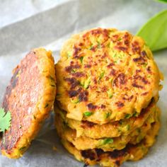 Vegan, GF, Super-healthy Zucchini Chickpea fritters that can be made in under 15 minutes. Serve as sides with salad. #vegan #glutenfree