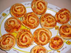 Come to cook: Ρολακια πιτσας Date Recipes, Finger Foods, Muffin, Food And Drink, Appetizers, Snacks, Cooking, Breakfast, Savoury Pies