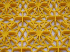 Garagenboden - vergrößerte Unterseite der Bergo ROYAL Bodenfliese in gelb