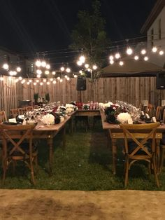 I love this scene. The lighting is spectacular, yet organic. What a cozy and welcoming space to receive your friends in. Home Wedding, Dream Wedding, Wedding Backyard, Wedding Ideas, Wedding Night, Small Backyard Weddings, Wedding Dinner, Small Wedding Receptions, Decoration Table