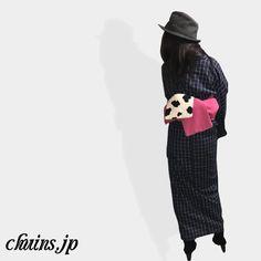 【着物コーディネート】 紺チェック着物×ショートブーツ×ハット ピンクの帯と牛柄が映えるコーディネート。 ガチャガチャしそうなので大人しめのショートブーツで。 http://www.chuins.jp #着物 #コーディネート #ショートブーツ