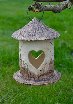 Svícen nebo krmítko? RMdesign Hand Built Pottery, Slab Pottery, Ceramic Pottery, Pottery Art, Ceramic Fish, Ceramic Birds, Ceramic Clay, Bird House Feeder, Bird Feeders
