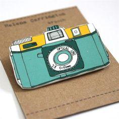 plastic shrink camera | Un très bonne idée de brochze à faire avec du plastique fou ! Holga Camera Brooch Blue