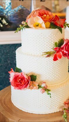 Another stunning wedding cake by Tara, our stellar Pastry Chef! What flavor do you think is on the inside? #LuxBride