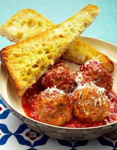 Slow Cooker Italian Meatballs with Garlic Bread.I am sooooooo going to try this. Don't even have to brown the meatballs first if you use extra lean ground beef!